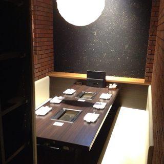 プライベート感覚で利用できるスタイリッシュな個室