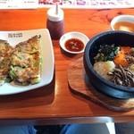にっこりマッコリ - 石焼ビビンパ&ミニ海鮮チヂミ(1480円)