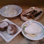 ミルクワンタン 鳥藤 - 料理はお任せで シラス大根 イワシの煮付け 漬物 きぬかつぎ