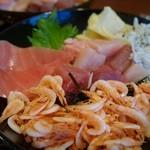 焼津丸 - 料理写真:(2013/12月)「漁師丼」は納得の内容でした。