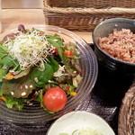 24089441 - サラダも新鮮野菜たっぷりです。