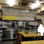 丸大ホール - 店内 配膳カウンター&テーブル