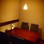 ワインバー サン・ヴァンサン - テーブル席も御用意