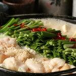 もつ鍋らく - 料理写真:特製もつ鍋 白 (味噌味)