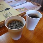 粉とクリーム - コーヒーのサービスは本当にありがたいですね。