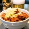 きつねや - 料理写真:ホルモン煮(600円)、ビール中瓶(550円)