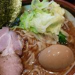 らーめん天空 - らーめん(中盛)と味玉(アップ)(2009.10)