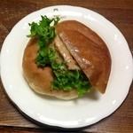 BAKERY&CAFE BRUNO  - 豚みそレンコンサラダバーガー♪