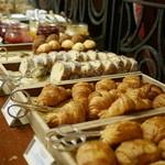 ザ・リッツ・カールトン大阪 - 朝食のパン。