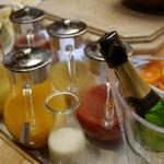 ザ・リッツ・カールトン大阪 - ウワサのジュース類と、スパークリング。