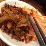 博多 一風堂 - 卓上のキムチと高菜