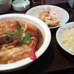 祥龍房 - 麻辣刀削麺セット650円