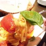 Torattoria Vagabond - パスタ トマトと共にリフト