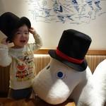 ムーミン ベーカリー&カフェ - ムーミンパパの帽子貸し出しサービスあり。