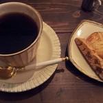 カフェ オチコチ - マンデリンとクッキー3種盛り