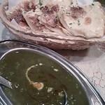 プルニマ - 料理写真:ほうれん草と豆カレー、チェリーナン