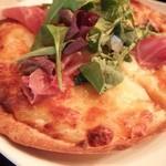 カフェラヴィアンジュ - 生ハムのピザ