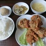 王家中国福建家常菜 - ランチ・からあげ定食・680円