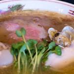 フスマにかけろ 中崎壱丁 - 1-2)中崎壱丁 塩らーめん、肉そば+煮卵(680円+100円)のアップ