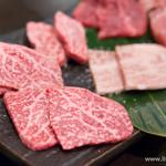 銭場精肉店 - 溶岩焼き盛り合わせ(8種)