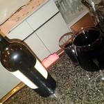 マムたろう - 隣のカップルがワインをボトルで飲んでいましたが、酔ったみたいで半分残して帰っていく そのカップルに残ったワイン勿体ないので飲んでいいですかと(^-^;