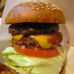 ビッグスマイル - ハンバーガーにPatty 200円とチーズ100円をトッピング!!