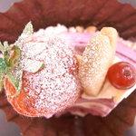 パティシエール UTAKO - 料理写真:デリスカシス¥350♪