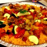 VIVAパエリア - ローストチキンとグリル野菜のパエリア(Mサイズ:2,500円)。ベースのチキンスープがまずうまい。加えて、フレッシュズッキーニが大きくざく切りでこれが◎。