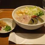美人粥 - 塩鶏と皮蛋の粥(M)