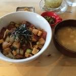 HALE - 海鮮丼(キハダマグロ、メカジキ、ソデイカ)