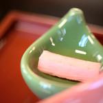 国登録文化財 二木屋 - 薯蕷(ながいも)香梅漬(かをりむめづけ)