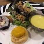 洋食屋 綺・Luck - 前菜の一部には お寿司の恵方巻きが・・・