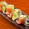 囲酒場ゆら - 料理写真:わさびマヨで楽しむ『サーモンとアボガドの生春巻き』