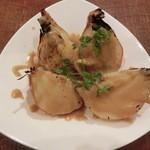 ワライヤキッチン - 料理写真:<2014年2月> 炭火焼の丸ごと玉ねぎ。 420円。甘くて美味しい~。