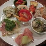 ワライヤキッチン - 料理写真:<2014年2月> お気に入りの前菜盛り合わせ8種。1380円。お味と素材の変化が楽しめます。美味しい~~(*^。^*)