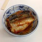 酒のデパート ヒトモト 立ち呑みカウンター - いわしトマト煮 ¥180