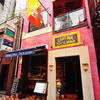 カンティーナ シチリアーナ - 内観写真:銀座6丁目の泰明通り。路地裏にはためくシチリアの豊かな大地を象徴する旗が目印。