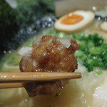 麺匠 桂邸 - 1-3)味玉入り 濃厚 鶏骨醤油らーめん(850円)のつくね