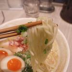 麺匠 桂邸 - 2-2)味玉入り 濃厚 鶏白湯らーめん(850円)の麺