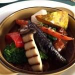 オールドエイジ - 料理写真:看板の野菜タップリ煮込みハンバーグ