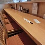 浜太郎 - きれいな店内。4人掛けの席もあります。H26.2