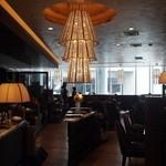 ジョーズ シャンハイ ニューヨーク  - 豪華なシャンデリアが印象的