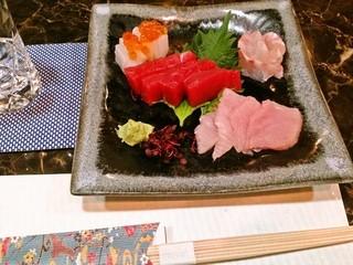 北新地 松 - 串天ぷら以外にも分厚い天ぶり、お造りなどの魚介メニューや創作春巻きなどの揚げ物もご用意しております。