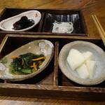 恵亭 - 香の物4種