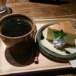 カフェ百時 - コーヒーとカマンベールチーズケーキ