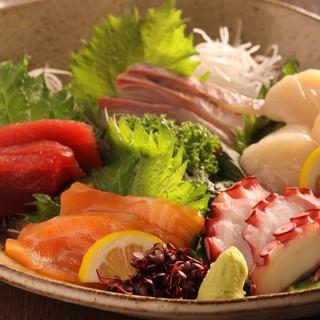 居酒屋定番メニューから新鮮な食材を使用したお造りや焼魚なども是非どうぞ!