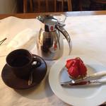ウイークエンドカフェ - プチケーキセット(ブレンドコーヒー、イチゴのタルト)