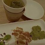 24564519 - わらび餅・すもも緑茶 合計750円