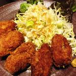 三平 - カキフライ。 立派な牡蠣を使ってて、揚げ方も上手でした。
