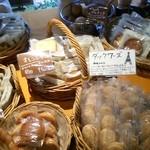 パティスリー カミタニ - 焼き菓子の品揃えは秀逸。